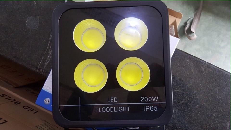 đèn pha ly siêu đẹp 200w